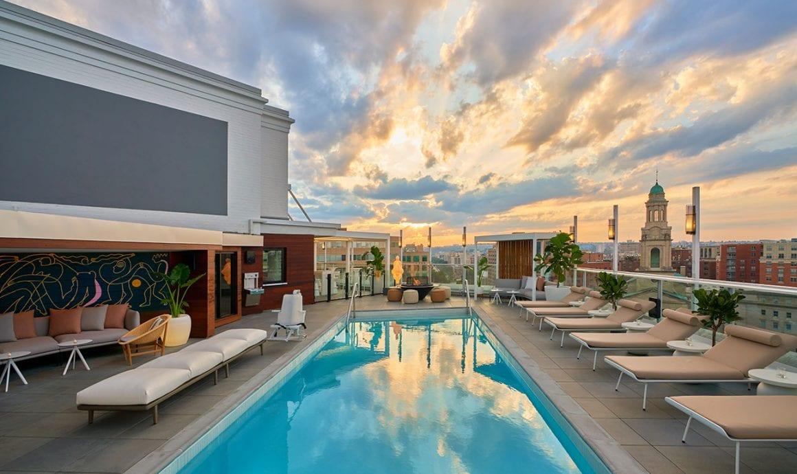 Swimming pool in Hotel Zena in Washington DC